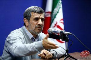 احمدی نژاد: جزیره خریده اند تا درصورت جوشیدن خشم ملت به آنجا فرار کنند!